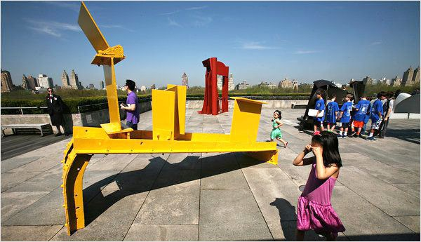 Anthony Caro Sculpture Exhibit At New York Metropolitan Museum of Art - Nazmiyal