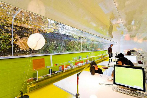 Modern Office Design by Nazmiyal