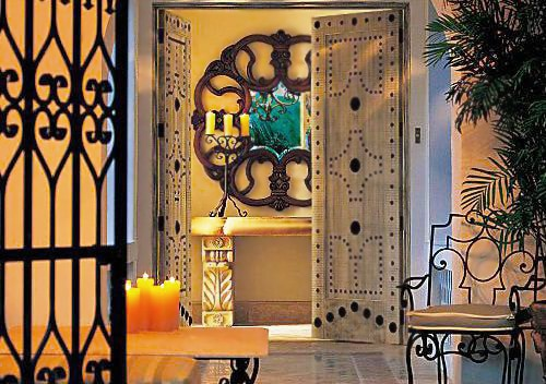 Spanish Style Wrought Iron Interior Decor - Nazmiyal