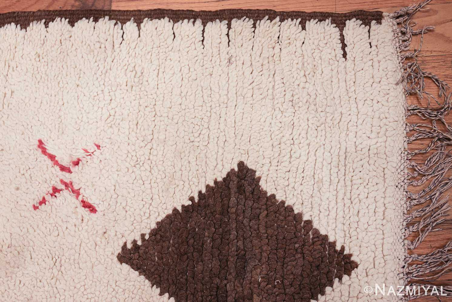 vintage moroccan rug 45618 corner Nazmiyal
