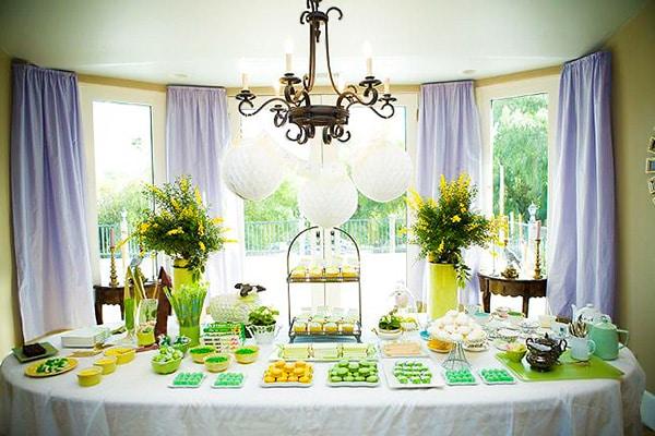 Elegant Superbowl Table Setting - Nazmiyal
