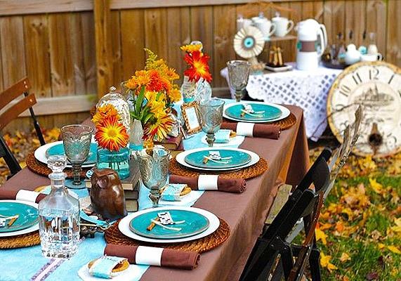 Festive Outdoor Superbowl Table Setting - Nazmiyal