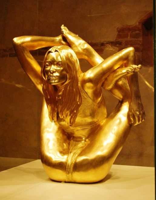 figura oro kate moss