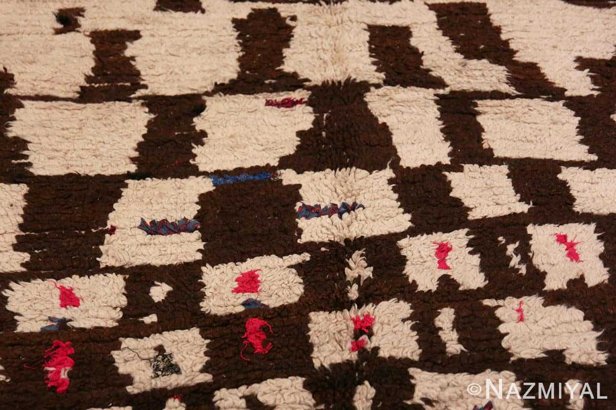 Close-up Mid century Modern Vintage Moroccan rug 46050 by Nazmiyal