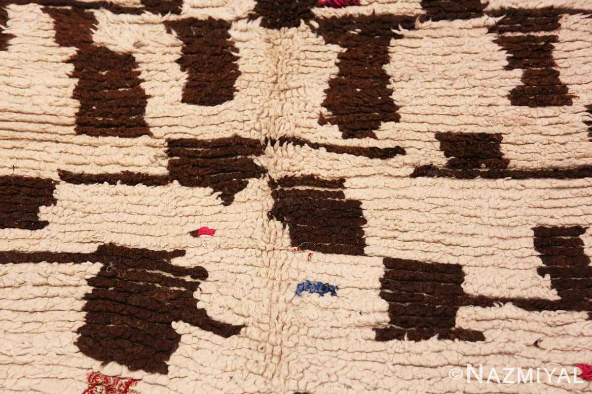 Detail Mid century Modern Vintage Moroccan rug 46050 by Nazmiyal