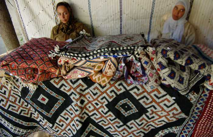 Women Weavers Selling their Carpets in Morocco | Nazmiyal