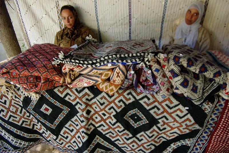 Women Weavers Selling their Carpets in Morocco - Nazmiyal