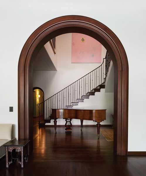 Shane-Smith-main-staircase