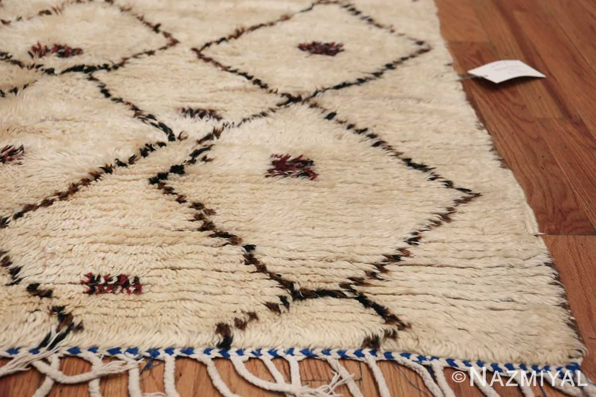 Vintage Small Size Moroccan Rug 49918 Side Corner Nazmiyal