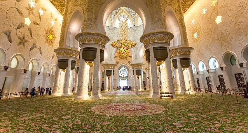 Largest Rug In The World Inside the Sheikh Zayed Grand Mosque In Abu Dhabi - Nazmiyal Antique Rugs